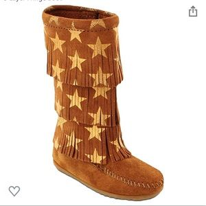Minnetonka 3 layer star moccasin boot